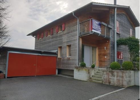 Modernes Holzbau-Einfamilienhaus mit Aussicht ins Grüne Gemeinde Melchnau 1
